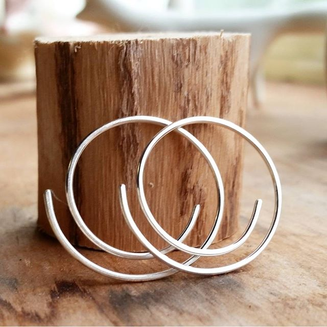 @Epheriell on Instagram - half-spiral earrings - sterling silver handmade